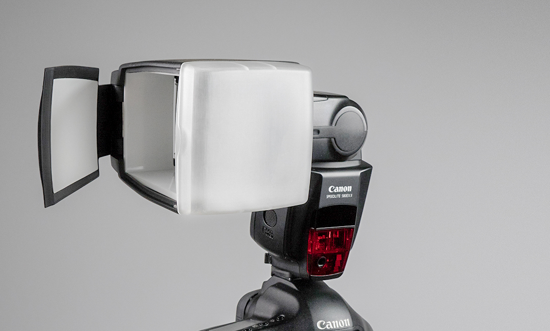 Fotocapio_Bouncelite_Flash_Diffuser_on_Canon_Camera